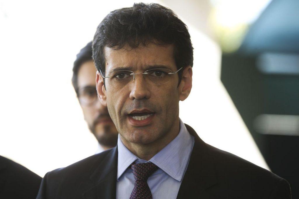 Comissão aprova convocação do ministro Marcelo Álvaro Antônio