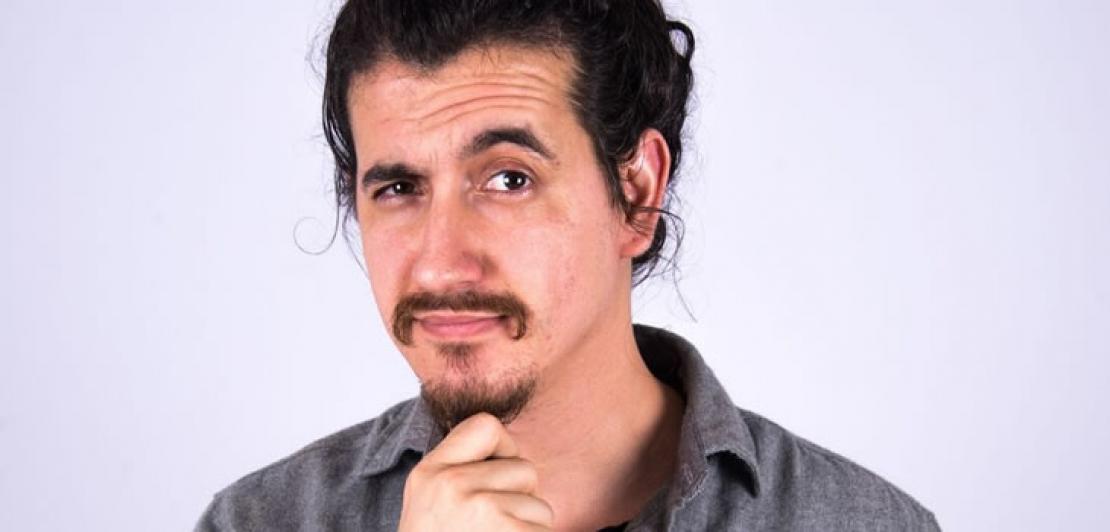 Comediante Afonso Padilha apresenta stand up em São José