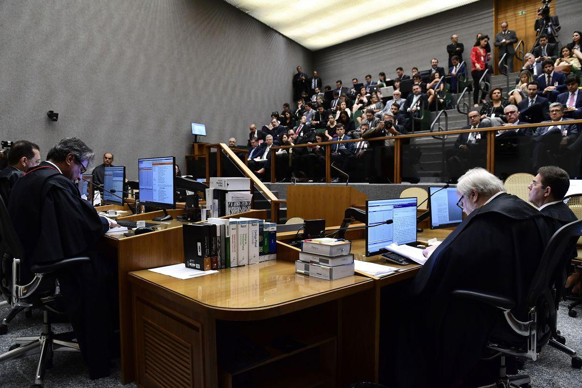 A Quinta Turma do STJ julga recurso, apresentado pela defesa do ex-presidente Luiz Inácio Lula da Silva, para revisar a condenação no caso do triplex do Guarujá (SP)