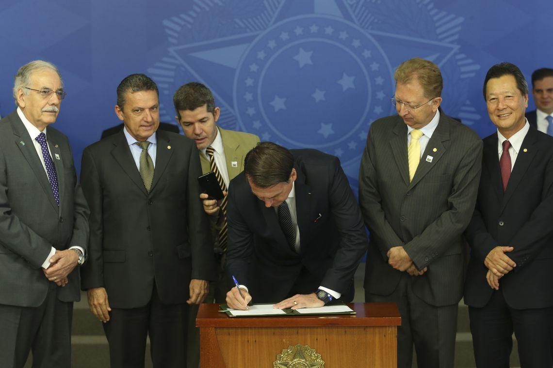 Jair Bolsonaro, Decreto, Horário de Verão