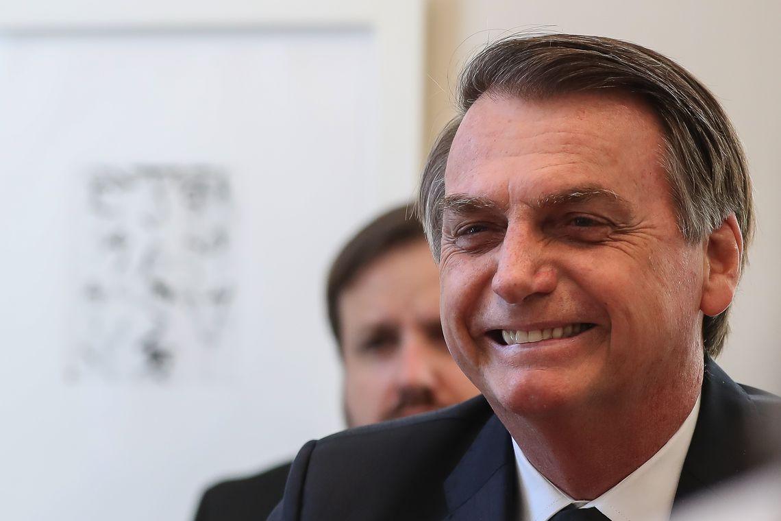Bolsonaro sanciona lei que institui carteira nacional do autista