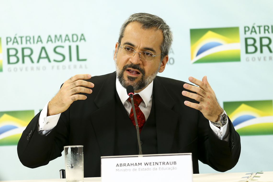 Avaliação da alfabetização será feita por amostragem, diz ministro