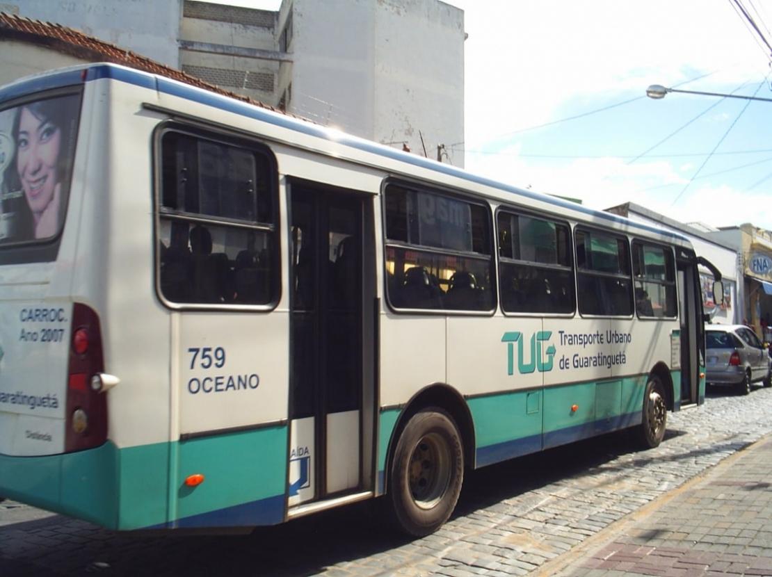 Criminosos furtam painéis de 12 ônibus do transporte coletivo em Guaratinguetá