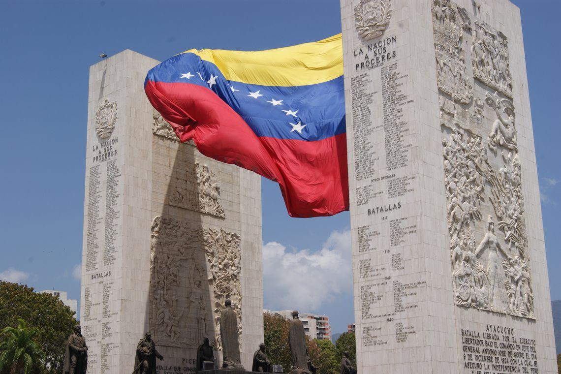 Guaidó pede ação e diz que Maduro ultrapassou