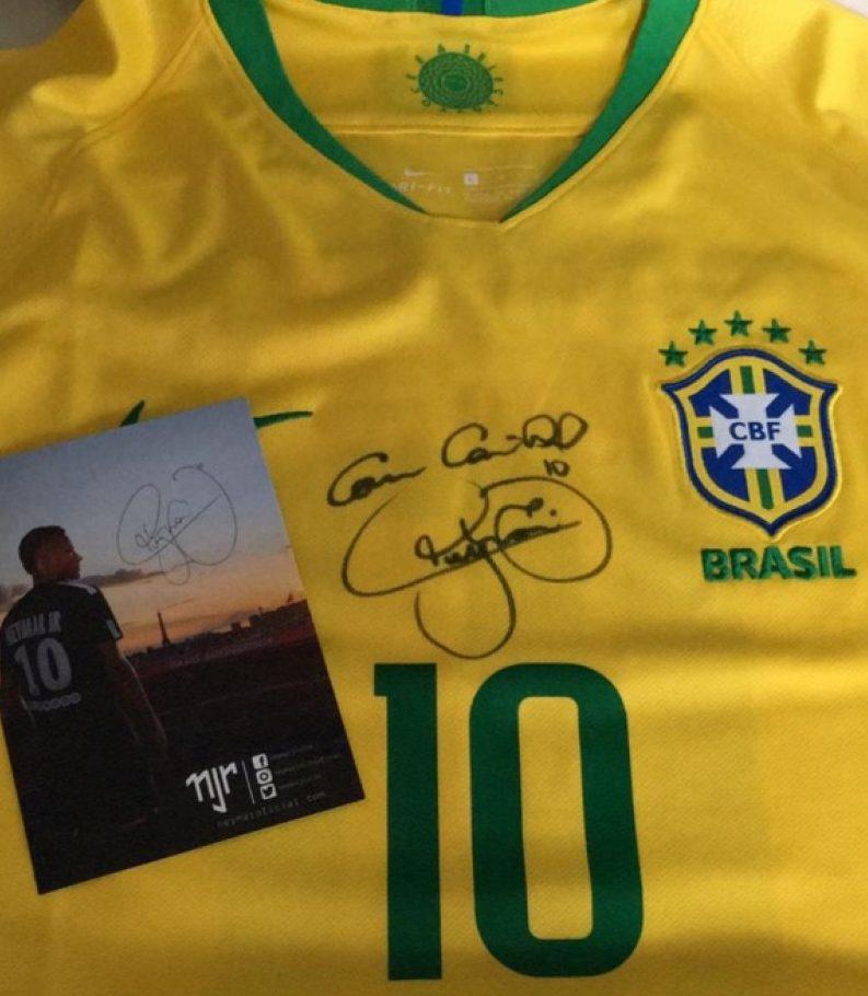 Leilão beneficente com camisa autografada por Neymar acontece em São José