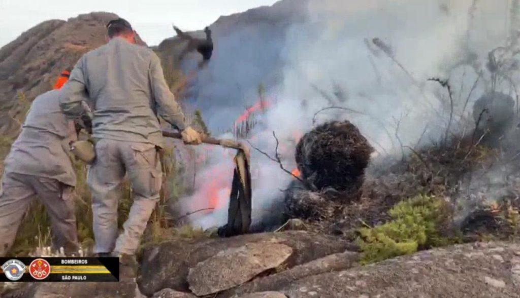 Pico da Pedra da Mina volta a ter focos de incêndio